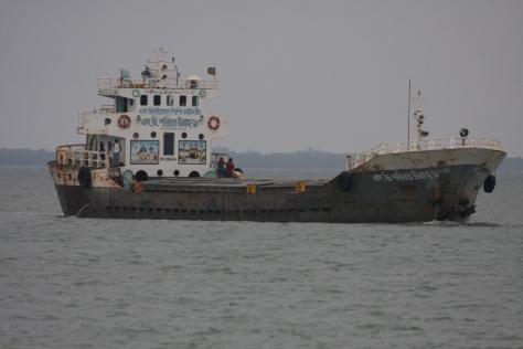Ships at Panchmukhani headed Khulna Bdesh flyash